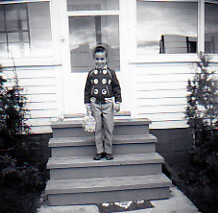 MeInMaine Blog Author Andrew Mooers, Off To Blog With 8 Crayons Not A Lap Top Days