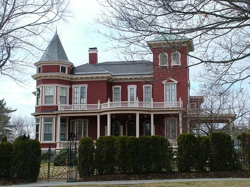 Maine homes pretty low cost regardless but haunted ones for Cost to build a house in maine