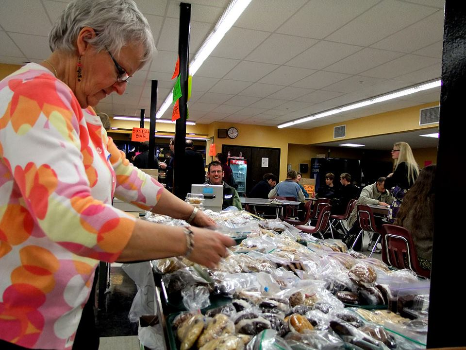Volunteers Help Feed The State Musicians.
