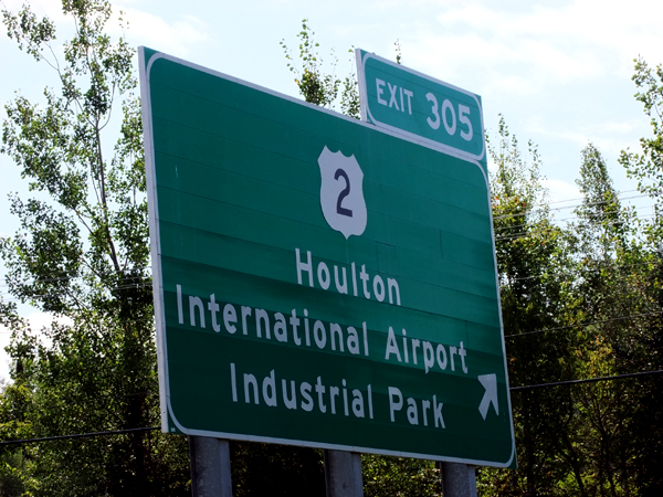 Houlton Maine's Airport Is On The US - Canadian Border. Come To Fly In.