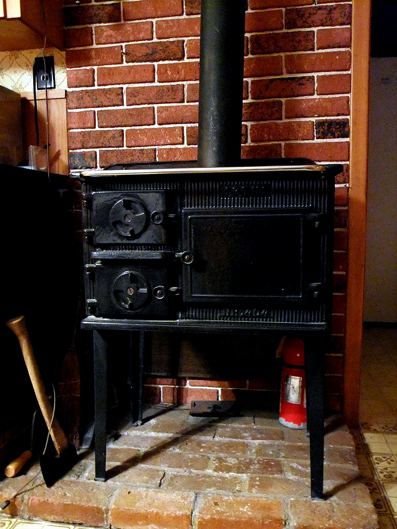 Maine Wood Heater Cook Stove - Maine Wood Heaters, Cook Stoves. Near, Dear, Special