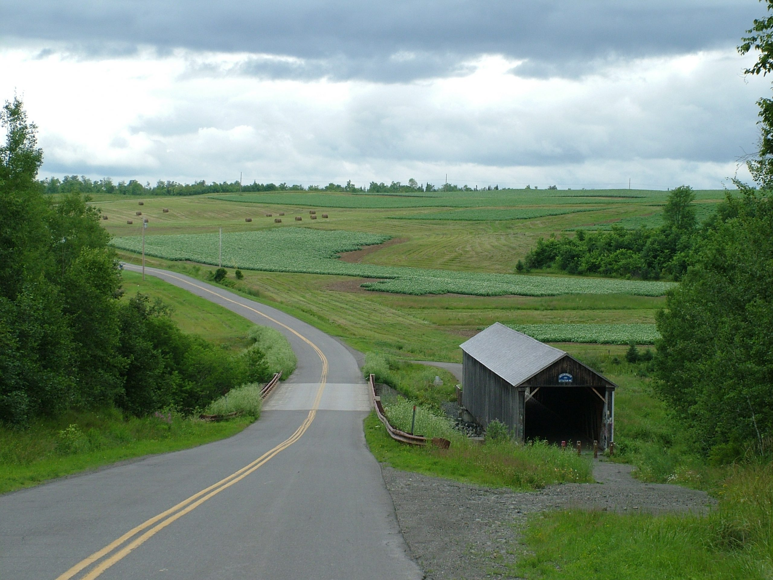 small maine town country farm